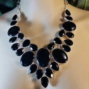 Jewelry - ENTICING NECKLACE NWOT